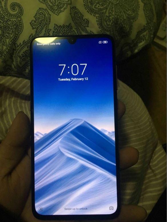 Xiaomi Mi9の全面画像